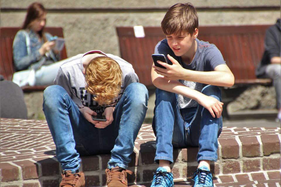 6 Good Tech Habits To Teach Your Kids